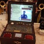 Moderner Computer in einem alten Gewand